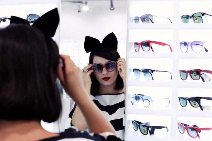 Ana trying on sunglasses at Optiblu