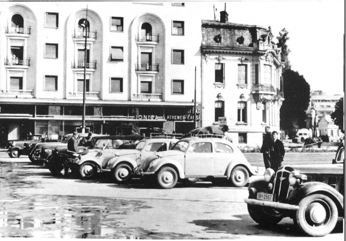 primul-ferrari-parcat-in-fata-la-athenee-palace